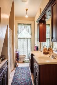 146 Maple bath upstairs